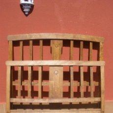 Antigüedades: CAMA MODERNISTA CON FLORECITAS. RESTAURADA.. Lote 37236981