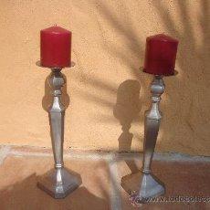 Antiques - 2 candelabros antiguos de metal plateado - 37261307