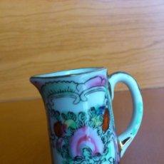 Antigüedades: ANTIGUA JARRITA EN PORCELANA CHINA PINTADA A MANO Y SELLADA ( MACAU ). Lote 37319309
