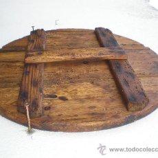 Antigüedades: TAPADERA DE MADERA CON ASA PARA TINAJA DE AGUA, 43 CM. DIÁMETRO. Lote 37320881
