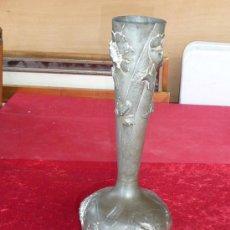 Antigüedades: PRECIOSO JARRON EN ESTAÑO ART NOUVEAU, ORIGINAL, FIRMADO P. CHAUMETTE.. Lote 37435332