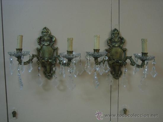 PAREJA DE CANDELABROS DE BRONCE ANTIGUOS 30X30 CM. FUNCIONAN (Antigüedades - Iluminación - Candelabros Antiguos)
