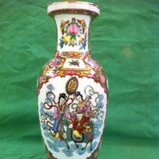 Antigüedades: JARRON ANTIGUO DE PORCELANA PINTADO A MANO SELLADO. Lote 37414890