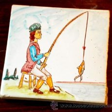 Antigüedades: ANTIGUO AZULEJO PINTADO A MANO. PESCADOR. OFICIOS. Lote 37397139