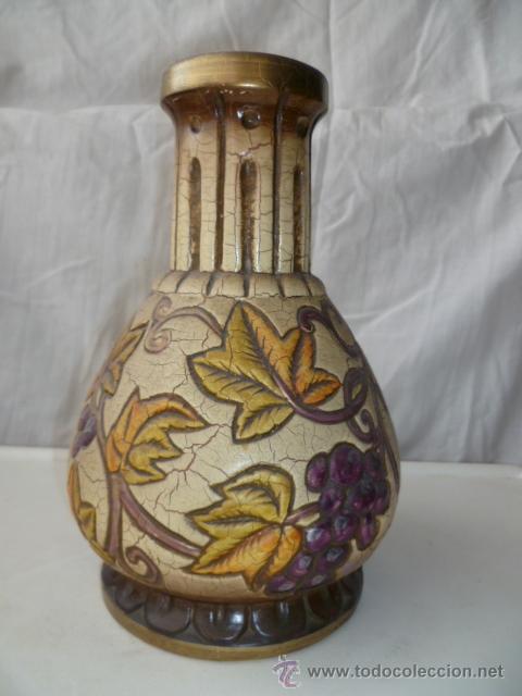 Antigüedades: Precioso viejo florero - jarrón con motivos de uvas. Muy bonito de 26 cm de alto. (ver fotos) - Foto 2 - 37403817
