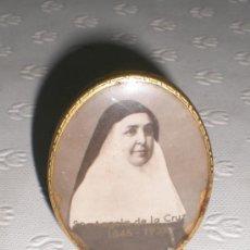 Antigüedades: PEQUEÑO MARCO DE FOTOS. CON FOTO DE SOR ÁNGELA DE LA CRUZ ( 1846-1932).. Lote 37420930