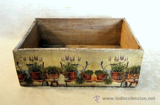 Antigua caja de madera decorada con tiestos de comprar - Tiestos de madera ...