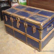 Antigüedades: ANTIGUO BAUL EN HOJALATA Y MADERA - MIDE APROX ALTO 60 X LARGO 90 X FONDO 50 CM. Lote 37823284