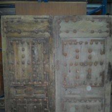 Antigüedades: PUERTA EXTERIOR DOBLE HOJA SIGLO XVIII,CLAVOS,HERRAJES. Lote 37440706