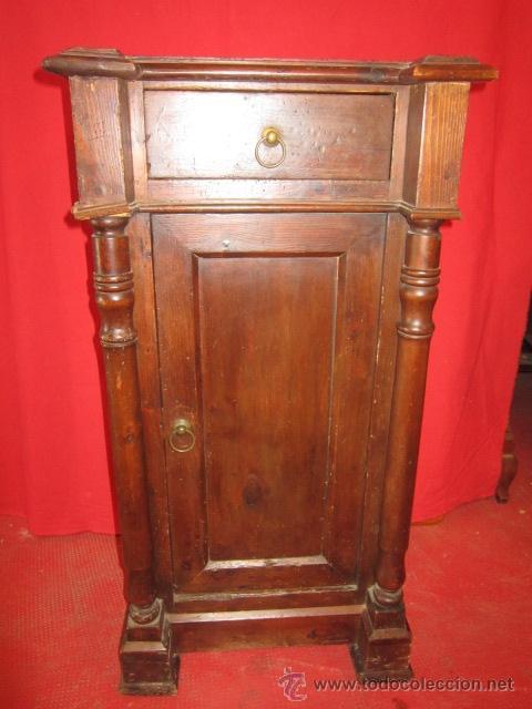 MESILLA DE NOCHE ALFONSINA EN BUEN ESTADO EN GENERAL. (Antigüedades - Muebles Antiguos - Veladores Antiguos)