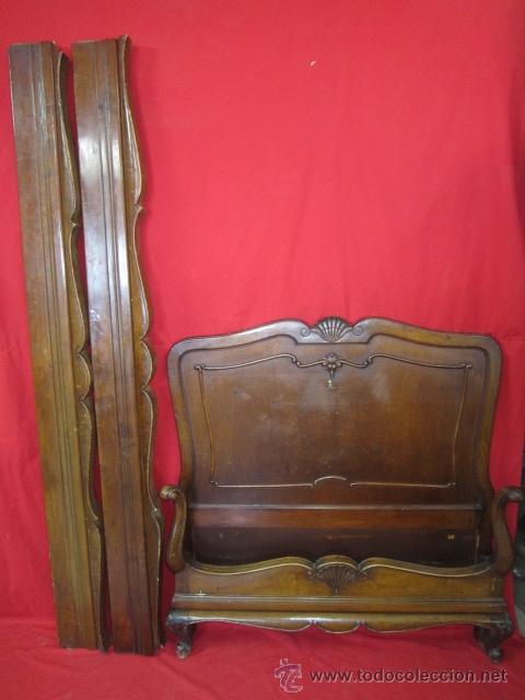 CAMA EN MADERA DE NOGAL ESTILO ISABELINO CON ADORNO DE CONCHAS. (Antigüedades - Muebles Antiguos - Camas Antiguas)