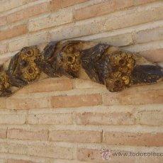 Antigüedades: TROZO DE TABLA DE MADERA ANTIGUA TALLADA Y DORADA. SIGLO XVII-XVIII.. Lote 37610539