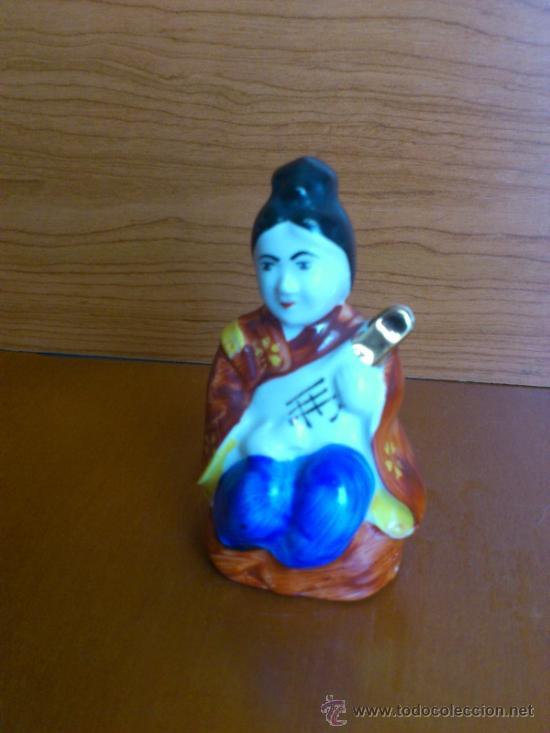 Antigüedades: Figura oriental de porcelana fina pintada a mano - Foto 5 - 37592781