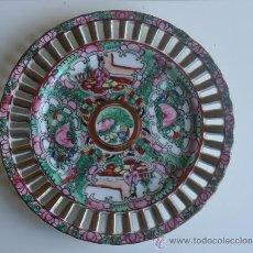 Antigüedades: PLATO DE PORCELANA CHINA ORIENTAL DE MACAU BORDE CON CALADOS PRIMERA MITAD XX. Lote 37563921