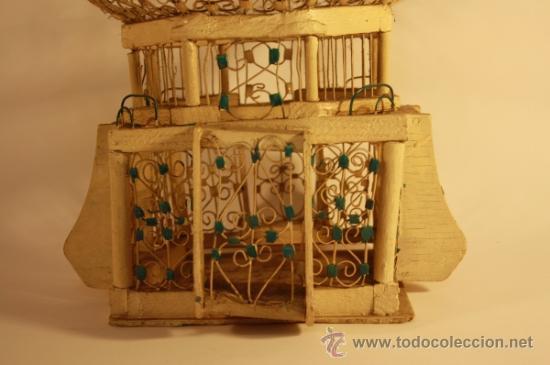 Antigüedades: JAULA ARTESANAL PARA PÁJAROS - MADERA Y METAL PINTADO - AÑOS 40/50 - Foto 4 - 84136843