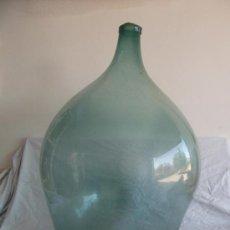 Antigüedades: GRANDE BOTELLA DAMAJUANA DE CRISTAL SOPLADO CON BOCA DE SALIDA. Lote 26492778
