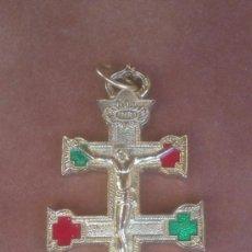 Antigüedades: AUTENTICA CRUZ DE CARAVACA EN METAL DORADO INCLUSO ESMALTE. Lote 37651231