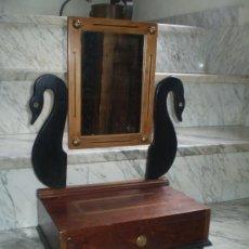 Antigüedades: TOCADOR REHECHO CON RESTOS Y PARTES DE MADERAS ANTIGUAS.. Lote 37631403
