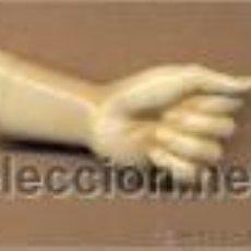 Antigüedades: *BISUTERIA 131 - MANO GRANDE IMITANDO A HUESO 4.5 CMS DE LARGO SIN COLGANTE, DISEÑO AÑOS SETENTA. Lote 37651975
