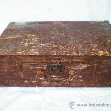 Antigüedades: ANTIGUA MALETA DE VIAJE,MADERA CON ASA Y REFUERZOS METÁLICOS, AÑOS 30, MEDIDAS: 60 X 38,5 X 18,5 CM.. Lote 37662947