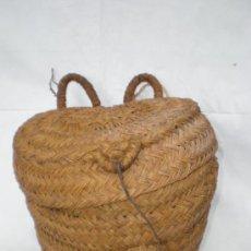 Antigüedades: CESTO-CAPAZO DE ESPARTO CON TAPADERA, TRES ASAS Y CIERRE, ALTURA 34 CM. ANCHO 36 CM.. Lote 37673195