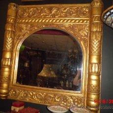 Antigüedades: ESPEJO CON MARCO DE MADERA TALLADO A MANO Y DORADO EN PAN EN ORO. Lote 37691608