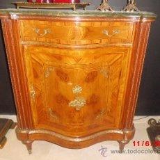 Antigüedades: COMODA DE MARQUETERIA Y BRONCE FRANCESA. Lote 37691766