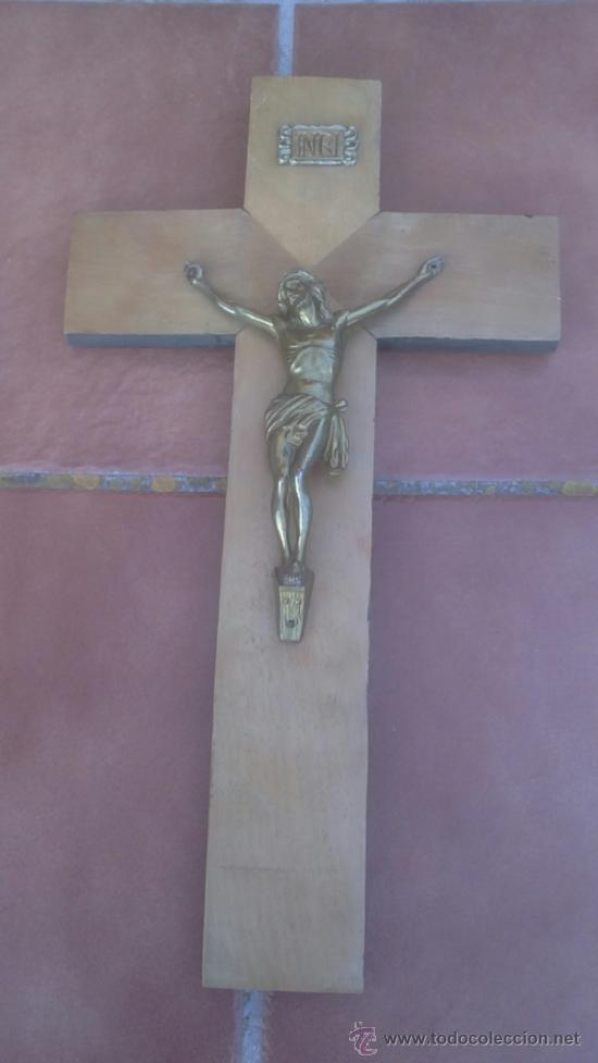 ANTIGUO CRUCIFIJO-CRUZ MADERA,CRISTO BRONCE.(50X27CM) (Antigüedades - Religiosas - Crucifijos Antiguos)