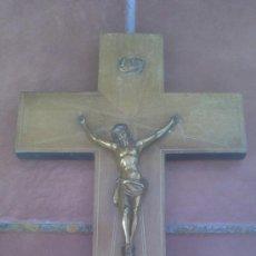 Antigüedades: ANTIGUO CRUCIFIJO-CRUZ MADERA,CRISTO METAL DORADO.(40X24CM) . Lote 37697028