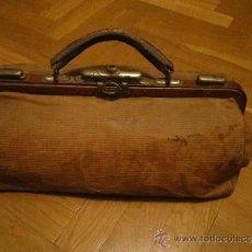 Antigüedades: PEQUEÑO MALETIN DE MEDICO EN TELA. Lote 41445158