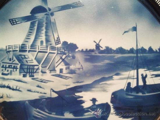 Antigüedades: Bandeja mayólica circular. Decorada en azul con molinos y barcas. Barandilla, asas y patas de bola. - Foto 2 - 37722135