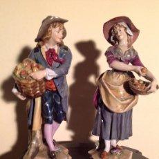 Antigüedades: FIGURAS EN PORCELANA ANTIGUAS CON MARCA EL LA BASE. Lote 37766841