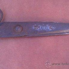 Antigüedades: ANTIGUAS TIJERAS DE ESQUILAR.MARCAS DE FORJA.27CM.. Lote 37774576