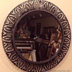 Antigüedades: ESPEJO ARTESANAL REDONDO CON MARCO EN HIERRO FORJADO. Lote 37801450
