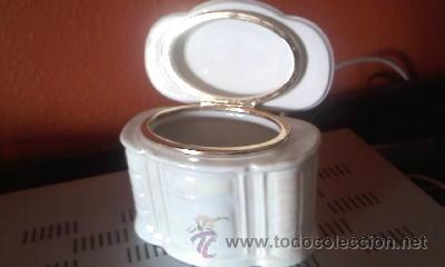 PRECIOSA CAJA DE PORCELANA PARA ALGODONES. CREAZIONI ITALI ESCLUSIVE. (Antigüedades - Porcelanas y Cerámicas - Otras)