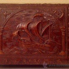 Antigüedades: CAJA ENCUERO REPUJADO DIBUJO BARCO AÑOS 40. Lote 37817041