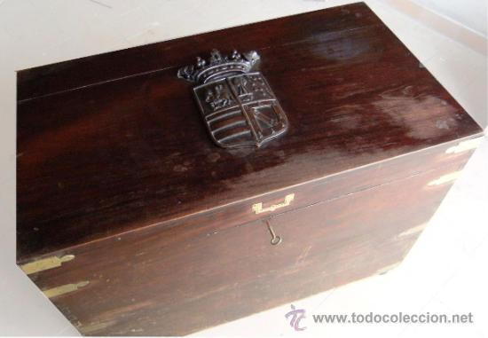 Antigüedades: GRAN ARCON MADERA CAOBA S.XIX. ESCUDO TALLADO - Foto 2 - 37823445