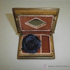 Antigüedades: ANTIGUA POLVERA DE MADERA EN FORMA DE LIBRO. Lote 37831661