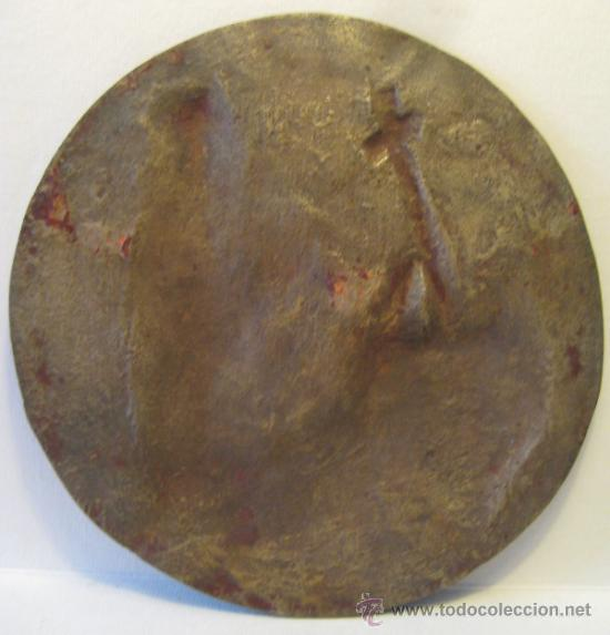 Antigüedades: ANTIGUO MEDALLON DE BRONCE. MONJE EN ORACION. DIAMETRO 13 CM. PESO: 290 GR - Foto 4 - 37888059