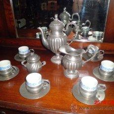 Antigüedades: JUEGO DE CAFE ANTIGUO DE ESTAÑO Y CERAMICA BLANCA Y AZUL. Lote 37884707