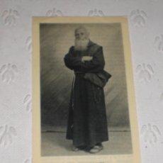 Antigüedades: ESTAMPA RELICARIO DE FRAY LEOPOLDO DE ALPANDEIRE -HERMANO CAPUCHINO. TRIDUO AL DORSO Y TROZO DE TELA. Lote 37896246