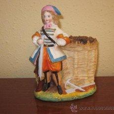 Antigüedades: ANTIGUA FIGURA DE PORCELANA PINTADA, MARCAS EN BASE.. Lote 37917426