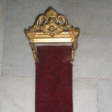 Antigüedades: PRECIOSA MENSULA PARA FIGURA RELIGIOSA, S.XIX, MADERA, ESTUCO Y PAN DE ORO. Lote 37919076