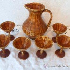 Antigüedades: JARRA Y SEIS COPAS, DE MIMBRE Y PEZ. Lote 37926260