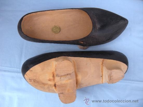 Antigüedades: ANTIGUOS ZUECOS DE MADERA - Foto 2 - 37953852