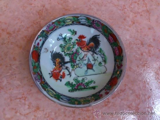 Antigüedades: Plato antiguo en porcelana de caolín China ( MACAU ), pintado a mano y sellado. - Foto 2 - 72269071