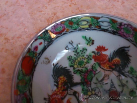 Antigüedades: Plato antiguo en porcelana de caolín China ( MACAU ), pintado a mano y sellado. - Foto 3 - 72269071