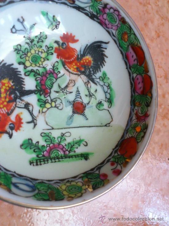 Antigüedades: Plato antiguo en porcelana de caolín China ( MACAU ), pintado a mano y sellado. - Foto 5 - 72269071