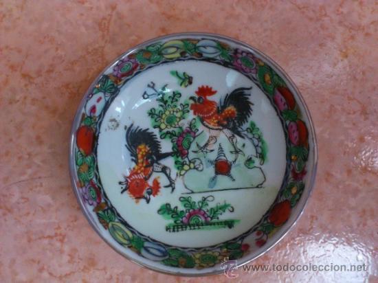 Antigüedades: Plato antiguo en porcelana de caolín China ( MACAU ), pintado a mano y sellado. - Foto 6 - 72269071