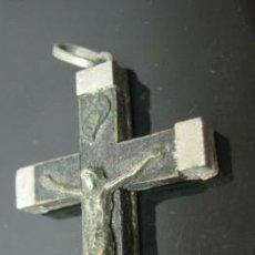 Antigüedades: COLGANTE CRUCIFIJO MADERA Y METAL - 5 X 2,5 CM. Lote 37969620
